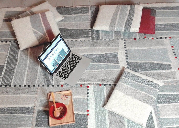 grand tapis en feutre de laine, cousu-assemblé