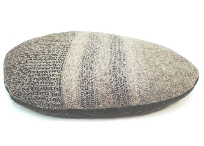 Coussin en feutre de laine fait-main Beige