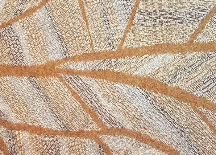 tapis-feutre-ocre-feuillage-detail