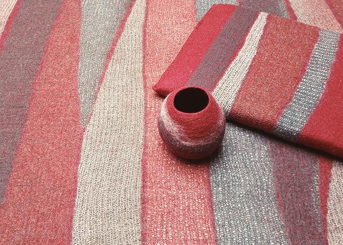 tapis coussin pot en feutre rouge fait-main